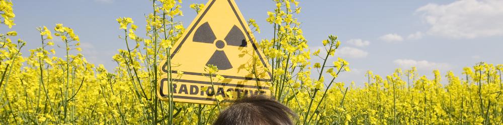 Essais d'environnement - Radioactivité - Symbole radioactif - Enfant